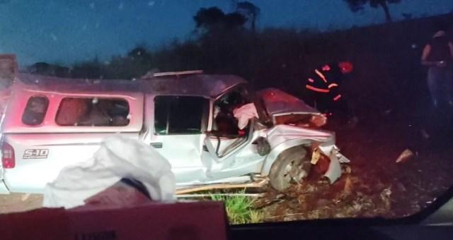 O acidente envolveu uma caminhonete e um Jeep, que bateram de frente na BR-158 — Foto: Corpo de Bombeiros de Mato Grosso