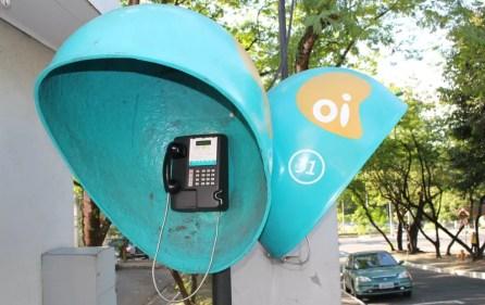 Telefone público da Oi no Amazonas. Operadora foi punida por não cumprir regra sobre número de orelhões em funcionamento (Foto: Girlene Medeiros/G1 AM)