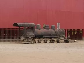 Locomotivas serão lavadas e toda a terra ao redor da oficina será retirada (Foto: Gaia Quiquiô/G1)