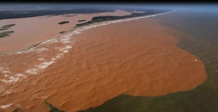 Lama de rejeitos de mineração da Samarco, na foz do Rio Doce, em Regência, Linhares — Foto: Marcello Lourenço/ Arquivo Pessoal