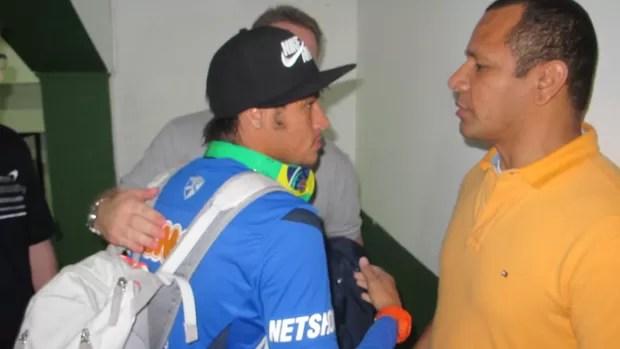 Neymar e o pai em Florianópolis (Foto: Marcelo Hazan / globoesporte.com)