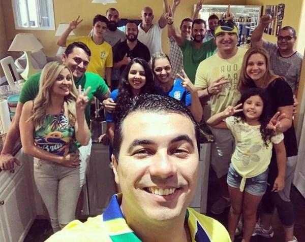 O youtuber Luís Miranda posa ao lado da família  — Foto: Arquivo pessoal