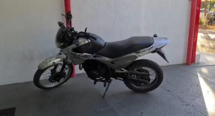 Moto utilizada na tentativa de assalto à escolta do prefeito de SP é apreendida — Foto: Polícia Civil/Divulgação