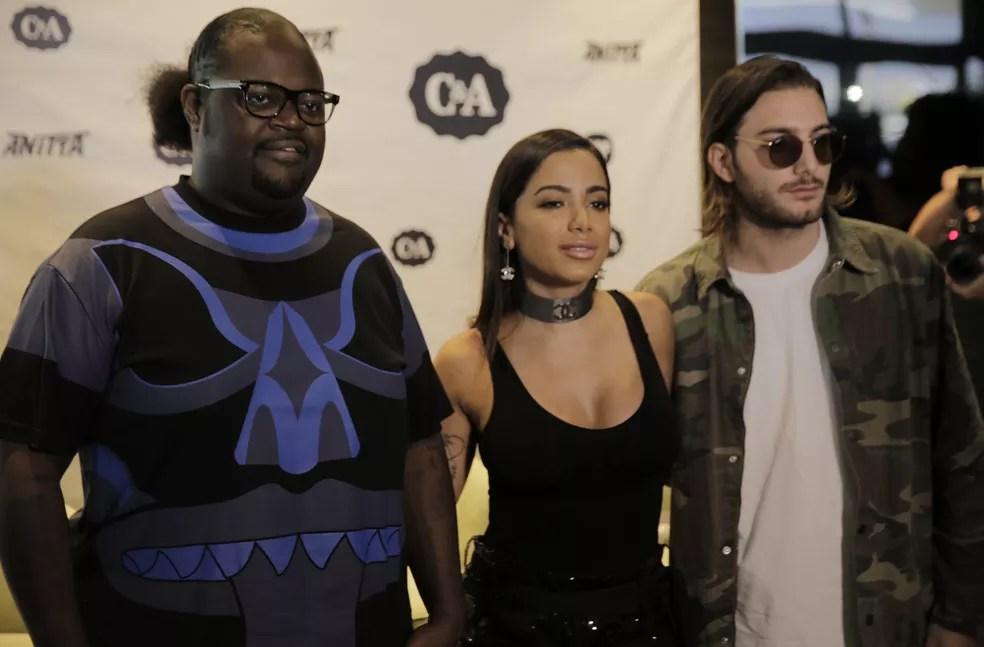 Poo Bear, Anitta e o DJ Alesso comemoram o lançamento do clipe (Foto: Gabriel Nascimento/Gshow)