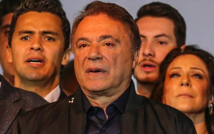 O senador Alvaro Dias, candidato do Podemos à Presidência, durante a convenção do partido (Foto: Geraldo Bubniak/AGB/Estadão Conteúdo)
