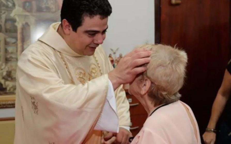 Padre Robson de Oliveira se torna réu por suspeita de desvio de dinheiro doado por fiéis — Foto: Reprodução/Instagram