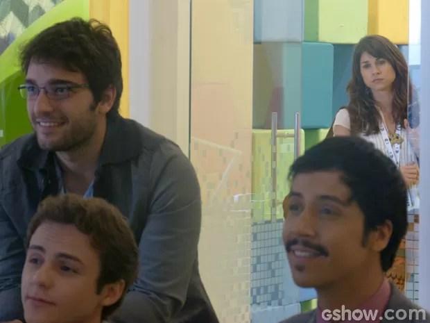 Manu não gosta de como Davi reage às declarações de Megan (Foto: Geração Brasil/TV Globo)