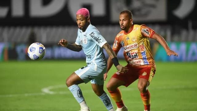 Marinho em ação no jogo do Santos contra a Juazeirense