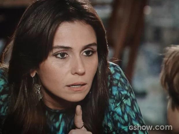 Clara avisa para o filho que Marina tem lugar especial no coração (Foto: Em Família / TV Globo)