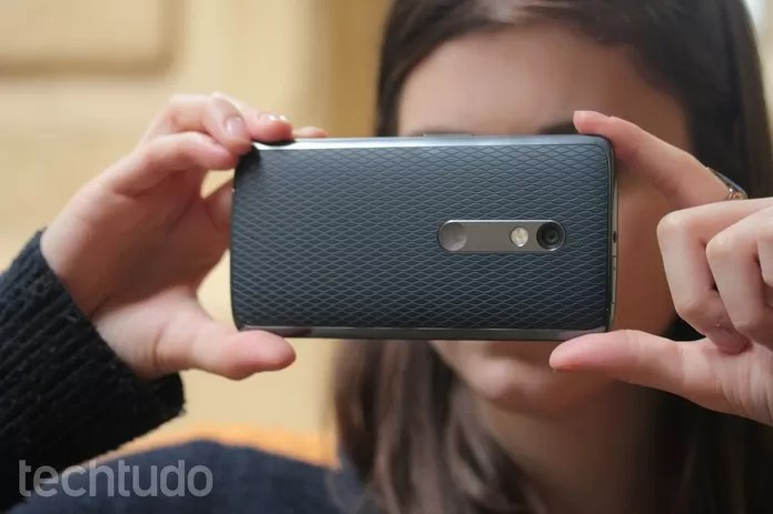 Moto X Play tem câmera traseira de 21 megapixels (Foto: Lucas Mendes/TechTudo)