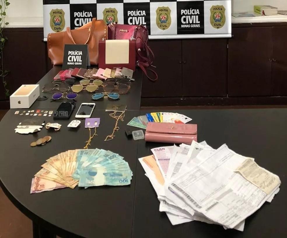 Polícia apreendeu celulares, dinheiros e cartões de créditos com suspeita de aplicar golpes em MG — Foto: Divulgação/Polícia Civil