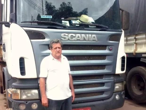 Caminhoneiro Léo Mário, de 73 anos, que veio do Rio Grande do Sul e está com uma carga parada na Suframa, em Rio Branco (Foto: Quésia Melo/G1)