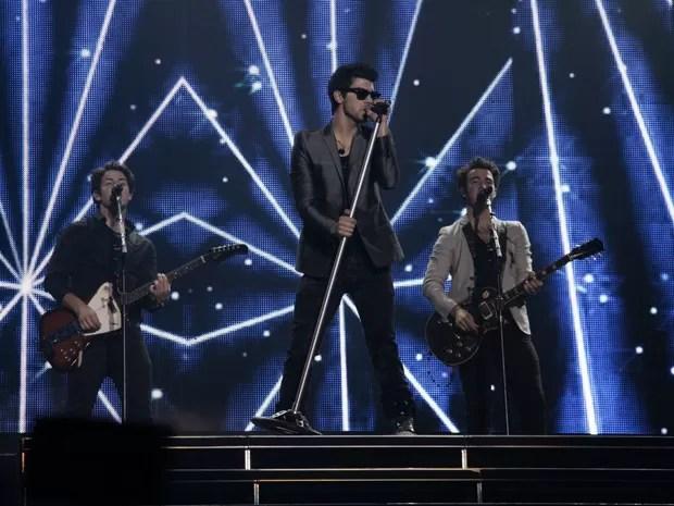 O trio norte-americano Jonas Brothers se apresenta no Rio de Janeiro neste domingo (7); no sábado (6) foi a vez de São Paulo receber os astros da Disney (Foto: Alex Palarea/AgNews)