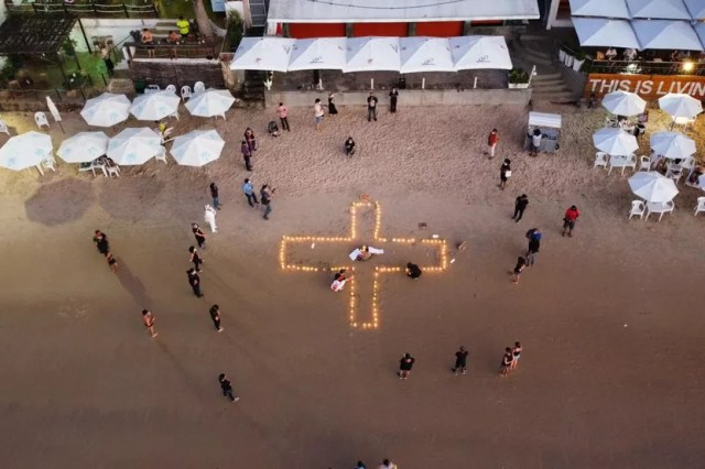 Ato em Natal homenageia mais de 500 mil mortos no Brasil — Foto: Alan Lacerda/Cedida