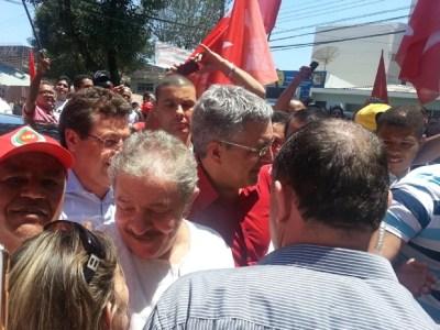 Lula chega para votar nas eleições do PT acompanhado de Alexandre Padilha (Foto: Mariana Palma/ G1)