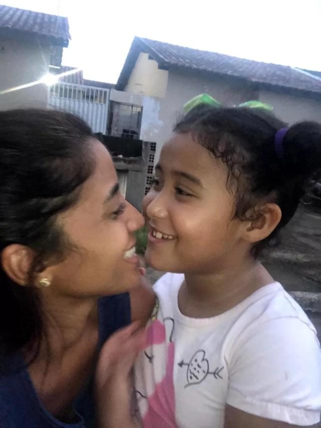 Joseandra Reis e a filha Alicia. — Foto: arquivo pessoal
