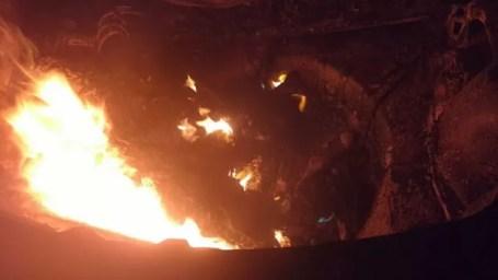 Carro queimado em Itaíba  (Foto: Divulgação / Polícia Militar)