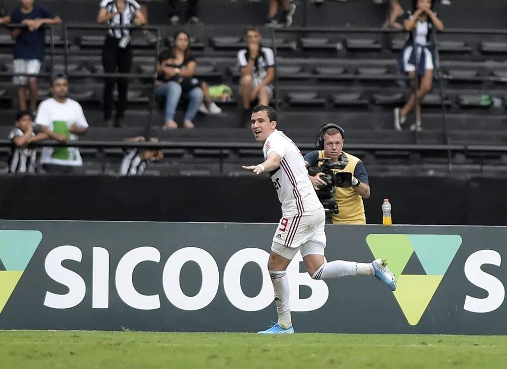 Pablo comemora o gol da vitória do São Paulo no Nilton Santos — Foto: André Durão/Globoesporte.com