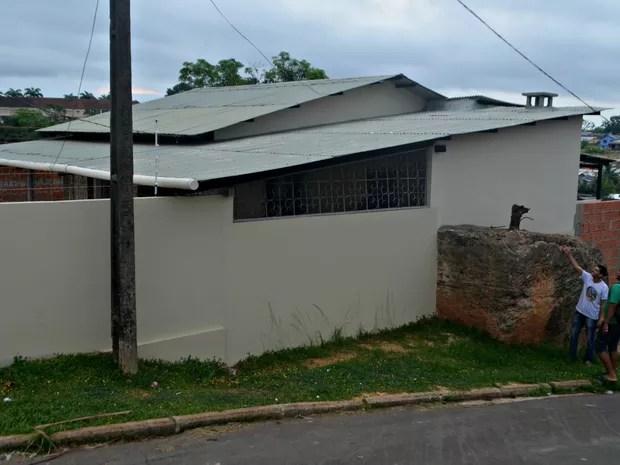 Base da Antiga torre do telégrafo de Cruzeiro do Sul hoje faz parte da casa de José Dantas (Foto: Adelcimar Carvalho/G1)