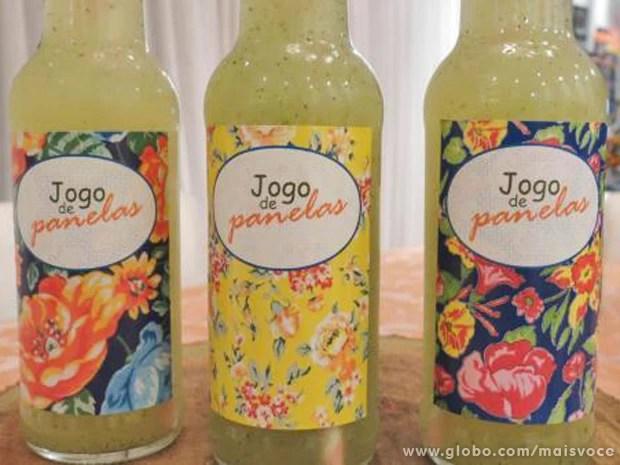 Garrafinhas de água com frutas dão charme ao jantar baiano (Foto: Mais Você / TV Globo)