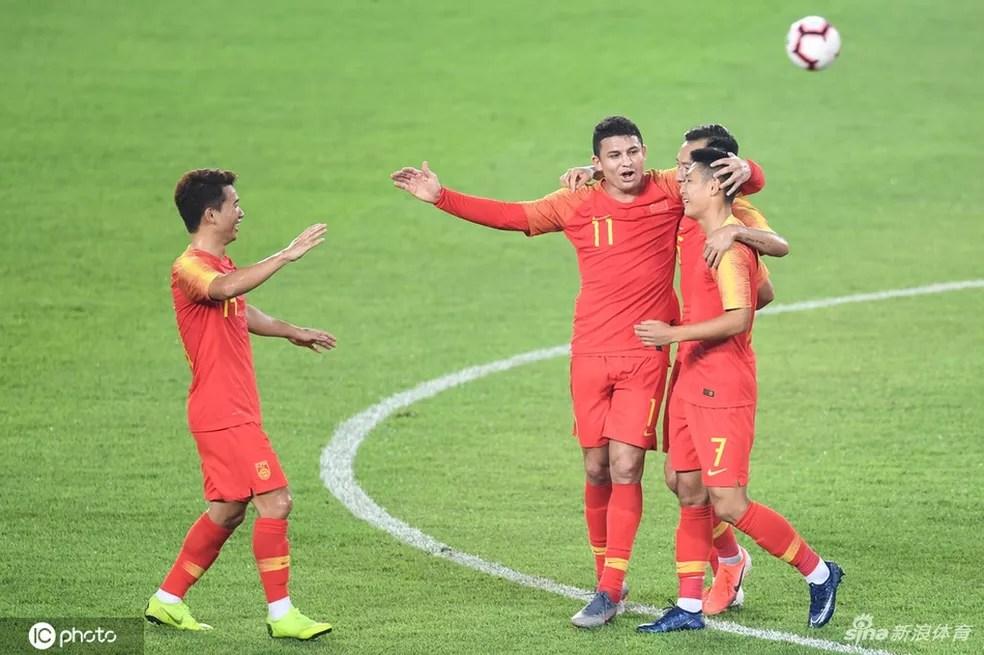 Elkeson / Ali Kesen comemora gol pela seleção da China — Foto: Sina.com