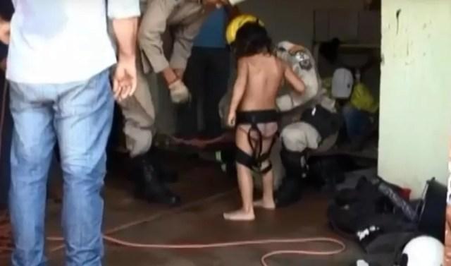 Menina foi resgatada após rapel dos bombeiros (Foto: Arquivo Pessoal)