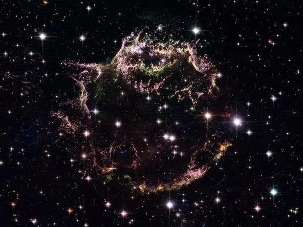Imagem mostra os remanescentes de uma explosão de uma supernova conhecida como Cassiopeia A (Foto: NASA, ESA, Hubble Heritage STScI/AURA-ESA/Hubble Collaboration via AP)