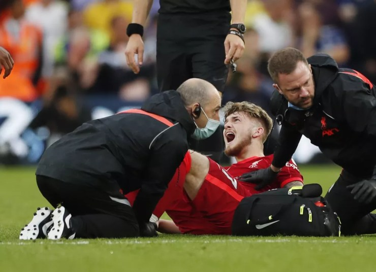 Elliott grita de dor após lance em Leeds x Liverpool — Foto: Reuters/Lee Smith