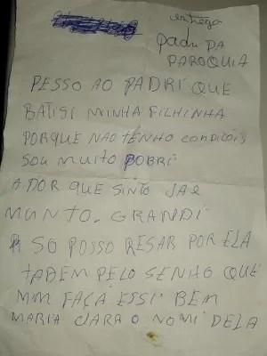 Mãe deixa carta pedindo para padre benzer a criança (Foto: Fernando Ivo/Sertão Central)