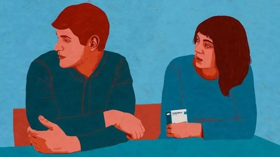 'Uma vez, a minha namorada encontou as pílulas e perguntou o que eram. Foi tão constrangedor que eu fingi que não ouvi' (Foto: REBECCA HENDIN/BBC THREE)
