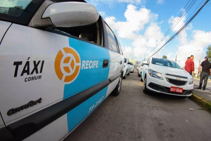 Táxis do Recife e de Olinda podem fazer embarque e desembarque de passageiros a partir do sábado (1º) — Foto: Marlon Costa/Pernambuco Press
