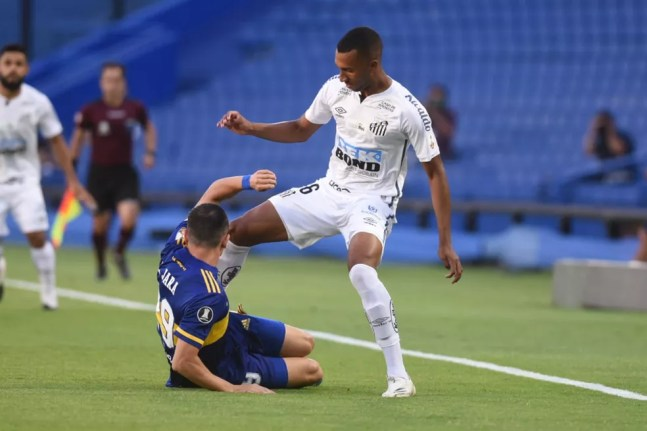 Lucas Braga foi titular contra o Boca Juniors — Foto: Ivan Storti/Santos FC