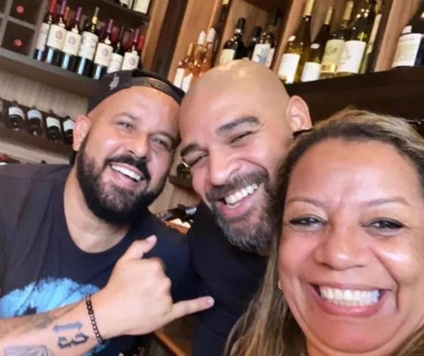 Adriano Imperador com  Gagau Tavares e Adriana Belem  (Foto: Reprodução/Instagram)