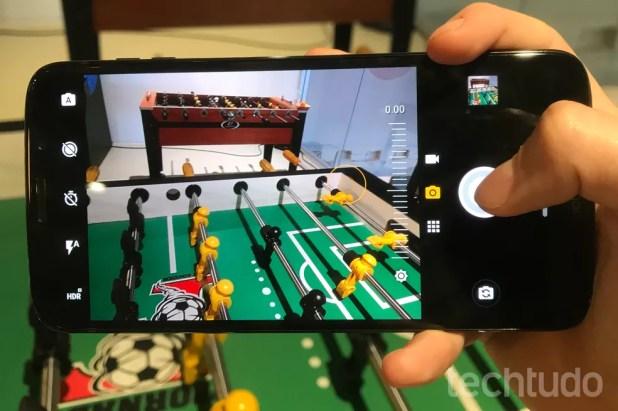 O Moto Z3 promete imagens mais nítidas e com maior constrate (Foto: Luciana Maline/TechTudo)