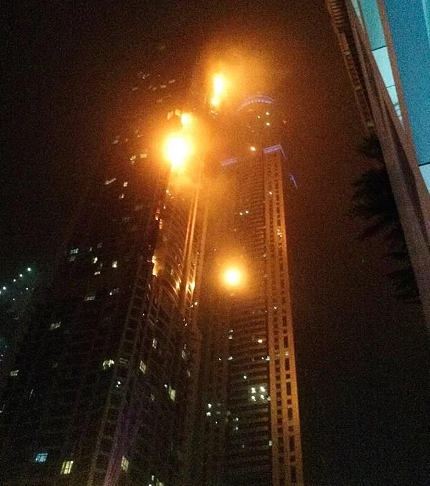 Torch, um dos prédios mais altos do mundo pega fogo em Dubai (Foto: Reuters)