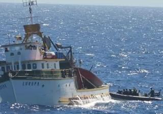 Patrulhas da Marinha vistoriam embarcações sob suspeita durante operações (Foto: Marinha/divulgação)