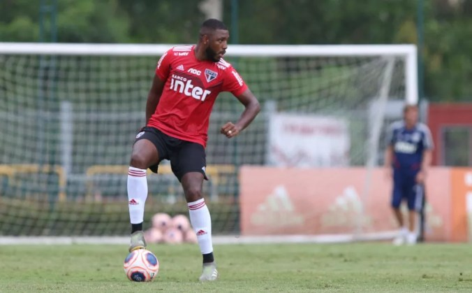Jucilei durante treino do São Paulo — Foto: Rubens Chiri / saopaulofc.net