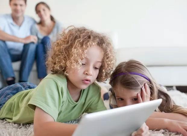 Crianças no computador (Foto: Reprodução)