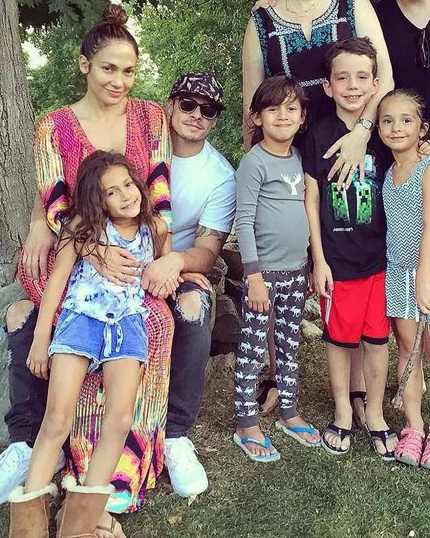 Jennifer Lopez com a família (Foto: Reprodução)