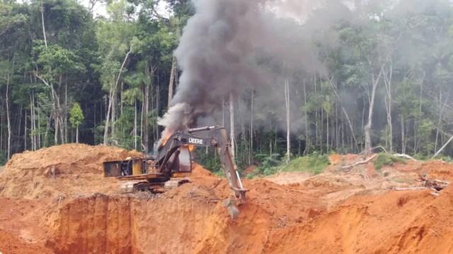 Parte de maquinários foram destruídos durante ação.  — Foto: Polícia Federal/Divulgação