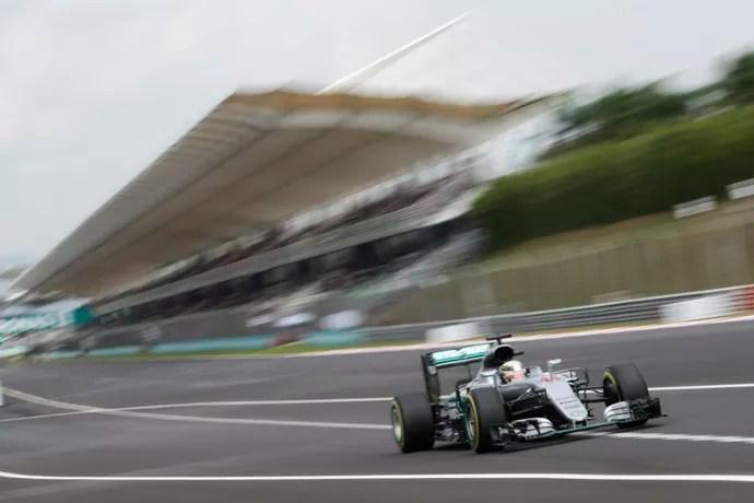 Lewis Hamilton foi o mais rápido no treino classificatório para o GP da Malásia (Foto: EFE)