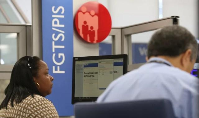 FGTS é um direito do trabalhador com contrato formal de trabalho e carteira assinada — Foto: Fabio Rodrigues Pozzebom/Agência Brasil