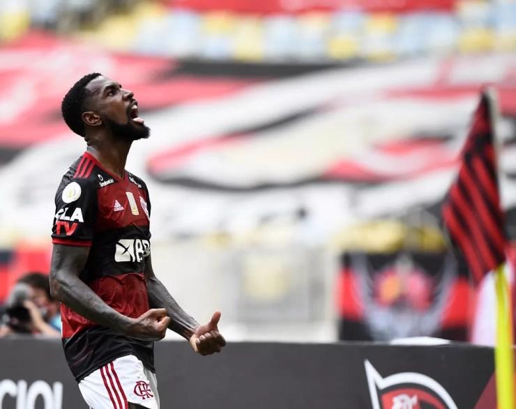 Gerson em ação pelo Flamengo no Campeonato Brasileiro de 2020 — Foto: André Durão