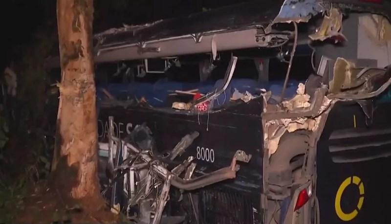 Todos os mortos estavam no ônibus — Foto: Reprodução/TV Santa Cruz