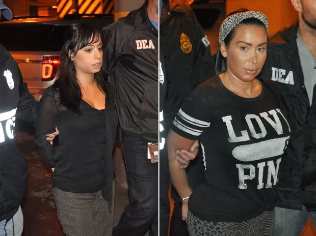 As strippers Karina Pascucci (esq) e Samantha Barbash estão entre as detidas  (Foto: AP Photo/DEA)