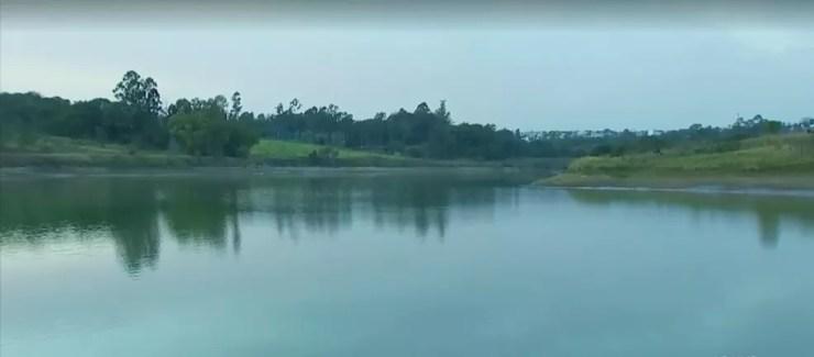 Captação de água na Represa Cascata caiu pela metade com a estiagem em Marília (Foto: Reprodução/TV TEM)