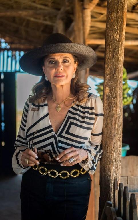 A grande vilã da trama é mãe de Gael, Lívia e Estela, ela é do tipo autoritária e não mede esforços para atingir seus objetivos (Foto: Raquel Cunha/TV Globo)