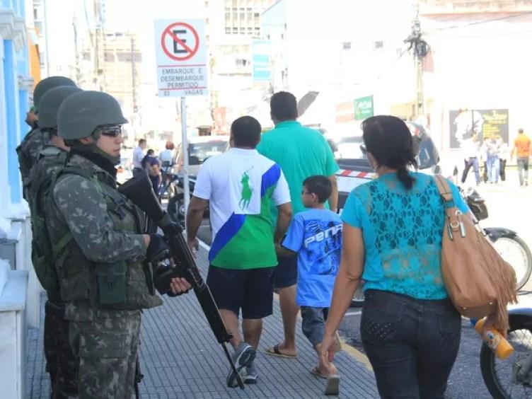 Tropas federais iniciam 'operação Potiguar' em Natal (Foto: Fabiano de Oliveira/ G1)