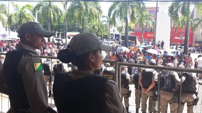 Cerca de 300 policiais militares fazem a segurança na Aleac, segundo deputado — Foto: Iryá Rodrigues/G1