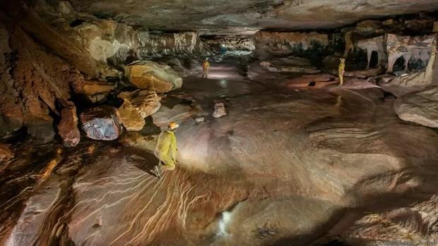 """As cavernas são um testemunho preservado do passado, diz Sauro. e um ecossistema único que deve ser protegido. """"Nós temos um protocolo de proteção muito rigoroso. Nos descontaminamos antes de entrar e não deixamos nada para trás, lixo ou dejetos humanos"""", disse Sauro  (Foto: Alessio Romeo/La Venta)"""